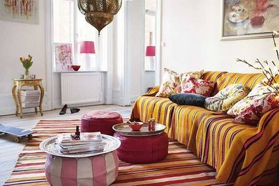 https://thecheriebomb.files.wordpress.com/2012/06/coffee-table-pouf.jpg