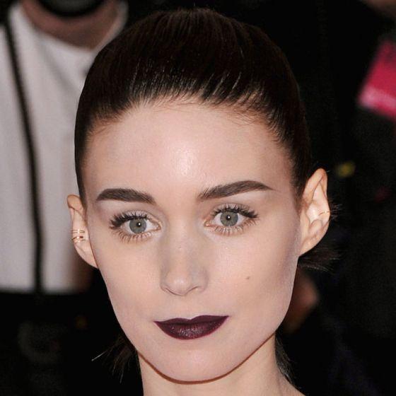 rooney-mara-dark-lips-met-gala-w724