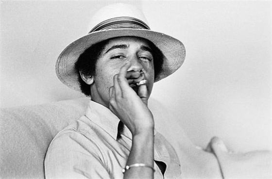 obama-young-smoking